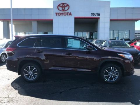 New 2019 Toyota Highlander XLE - V6 AWD With Navigation & AWD